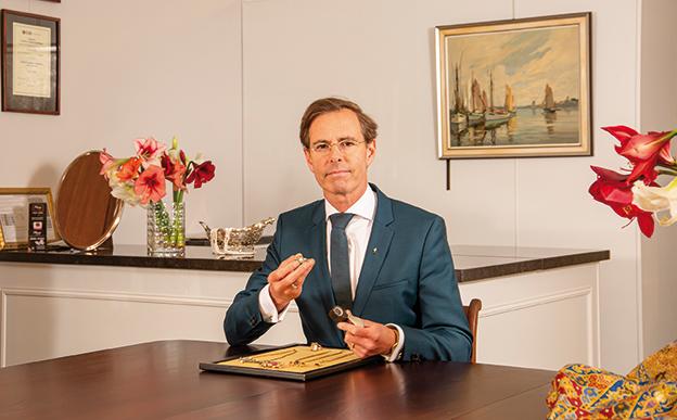 """Juwelier Antiquair Chris van Waes """"Het menselijk aspect maakt mijn beroep zo leuk"""""""